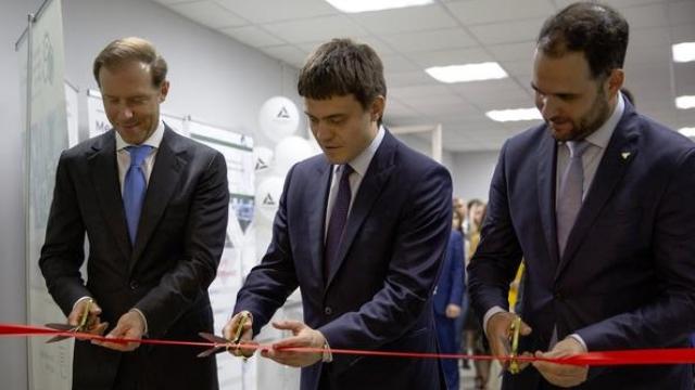 Михаил Котюков и Денис Мантуров открыли Менделеевский инжиниринговый центр в РХТУ